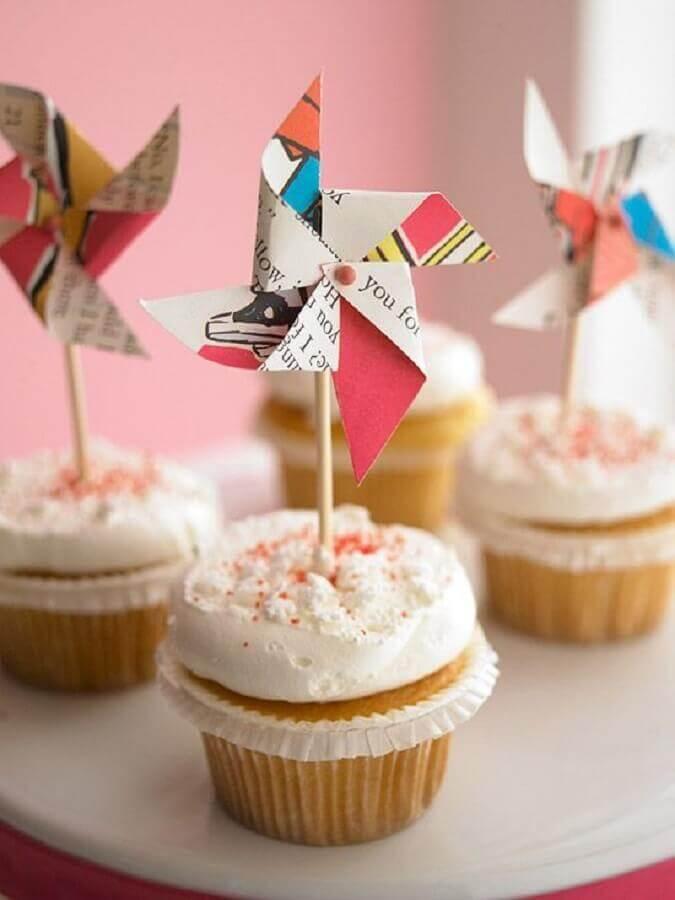 ideias para festa de aniversário com cupcakes decorados com cataventos  Foto Casa e Festa