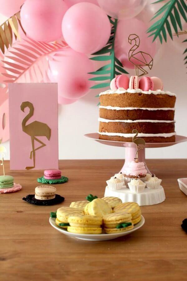 ideias para festa de aniversário com decoração de flamingo  Foto Metrópoles