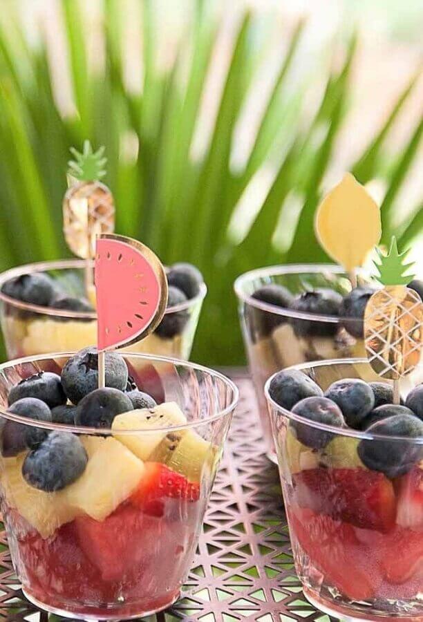 ideias para festa de aniversário com salada de frutas  Foto Pinosy