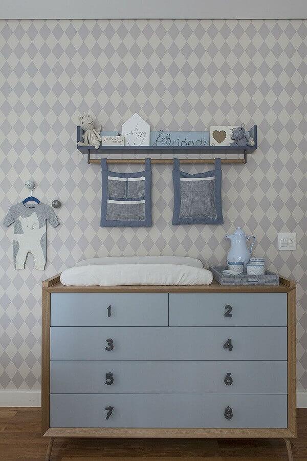 modelo de prateleira com varão para quarto de bebê azul Foto Triplex Arquitetura