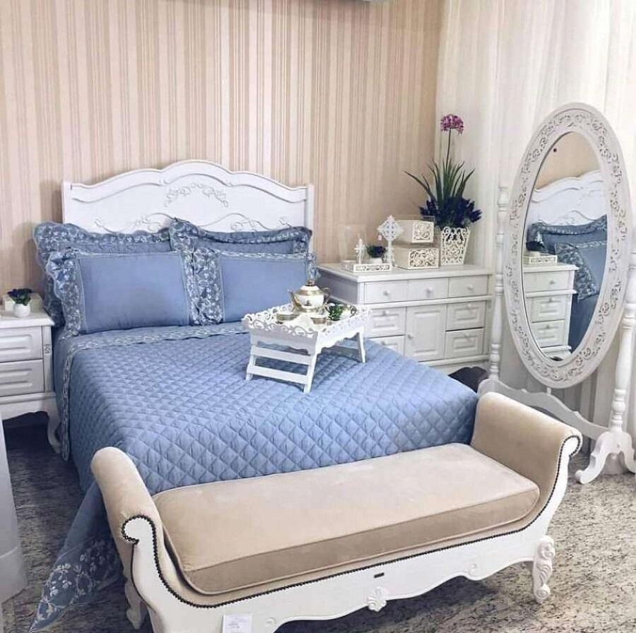 quarto de casal decorado com espelho provençal branco Foto Pinterest
