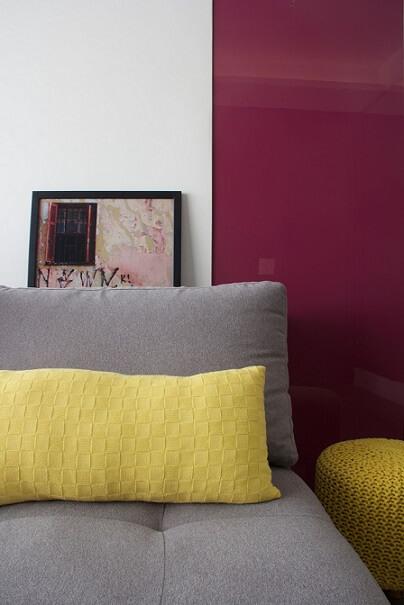 Combinação de cores amarela e roxo Projeto de Anna Paula Moraes