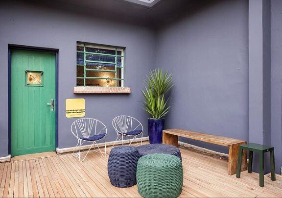 Combinação de cores com verde e azul Projeto de AMC Arquitetura