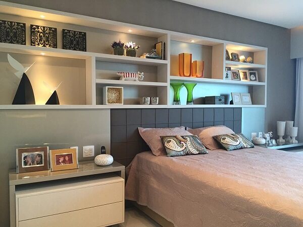 Estante para quarto com diversos nichos na cor branca