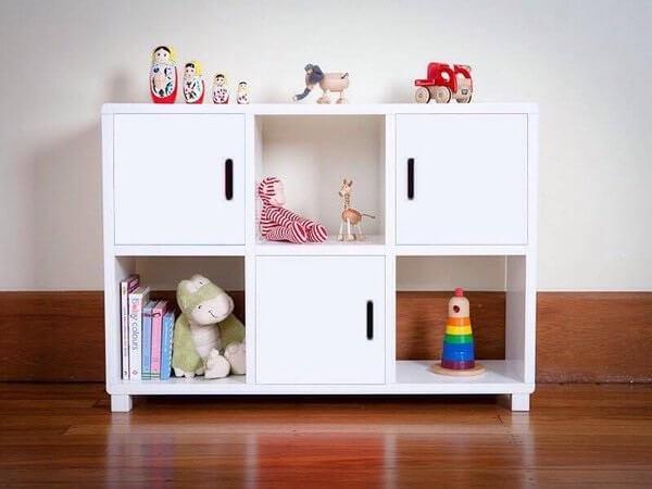 Estante para quarto infantil com nichos vazados