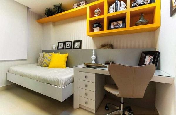 Estante pequena para quarto na cor amarelo