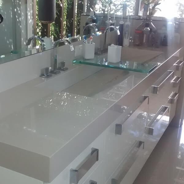 Pia de porcelanato com vidro