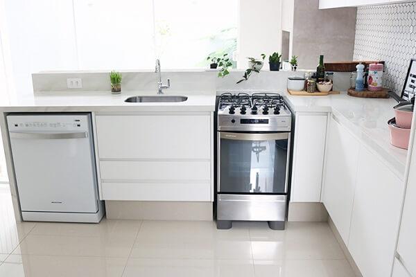 Pia de porcelanato cozinha com fogão convencional