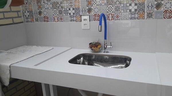 Pia de porcelanato cozinha simples
