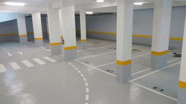 Piso para garagem do tipo epóxi aplicado em estacionamento