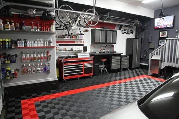 Piso para garagem com relevo emborrachado na cor preto e vermelho