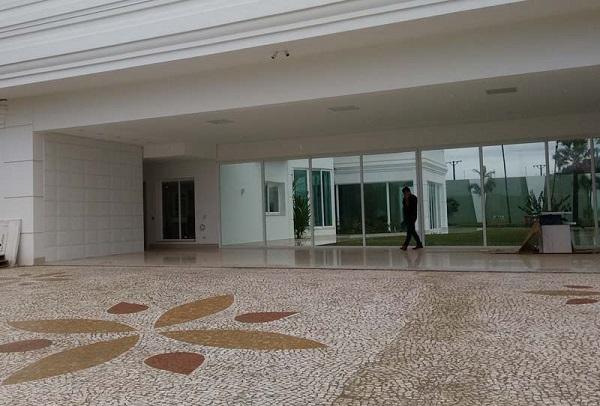 Piso para garagem do tipo pedra portuguesa