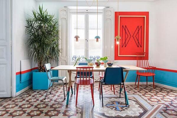 Tipos de palmeiras ráfia na decoração de sala de jantar