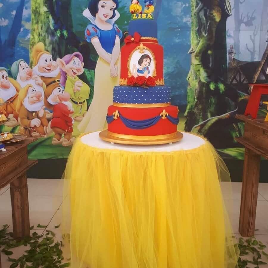 bolo para decoração de festa da branca de neve Foto Camila Tarício Festa Eventos