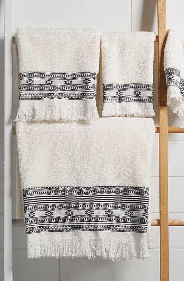 bordados em toalha para decoração de banheiro Foto Mungo