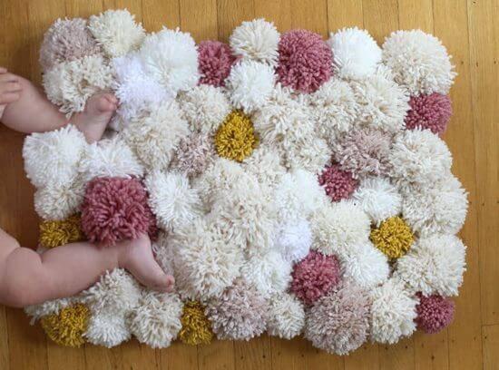 como fazer tapete de pompom bebe