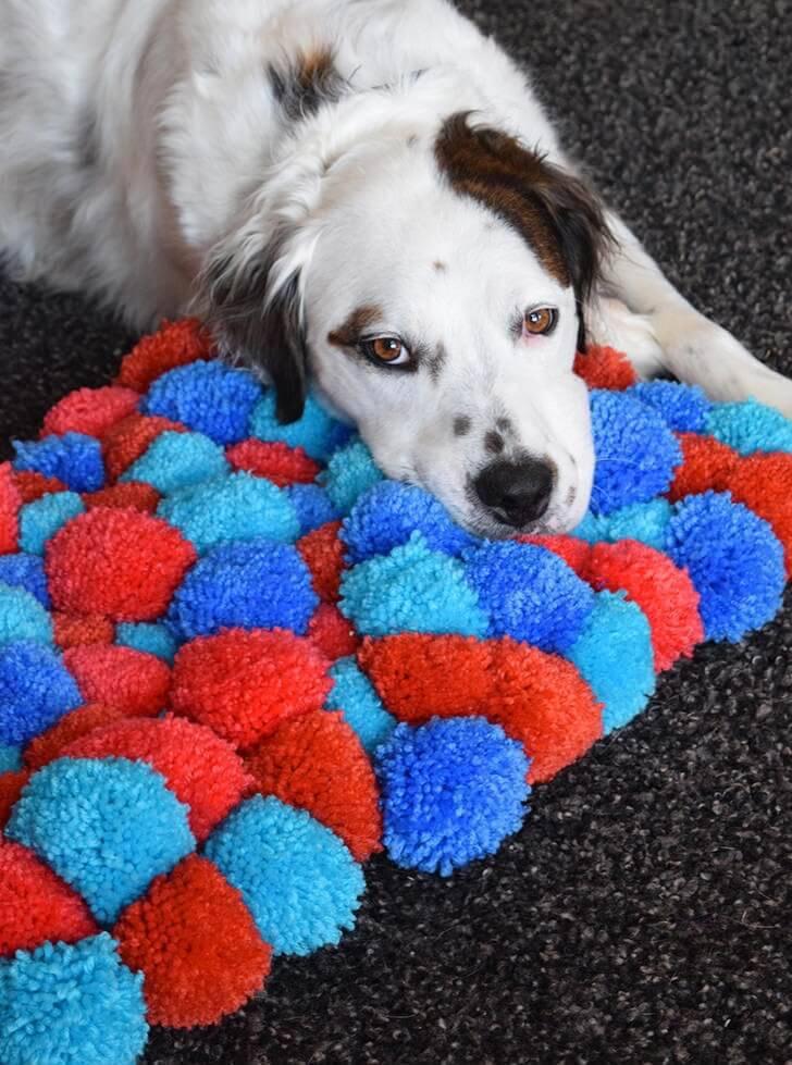 como fazer tapete de pompom cachorro