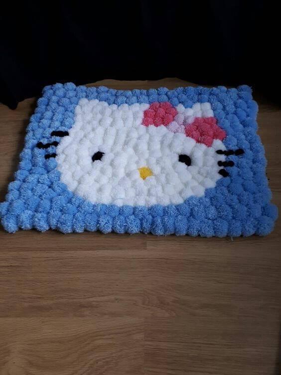 Como fazer tapete de pompom com desenho da Hello Kitty