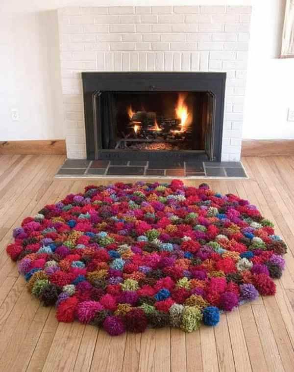 Como fazer um tapete de pompom para o ambiente da lareira