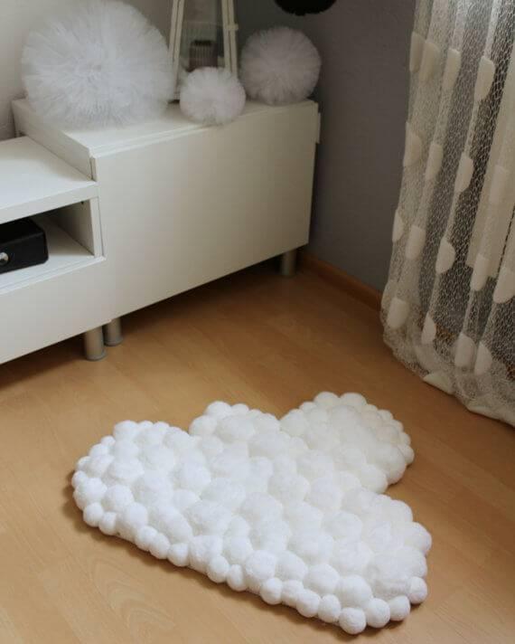 Como fazer tapete de pompom em formato de nuvem