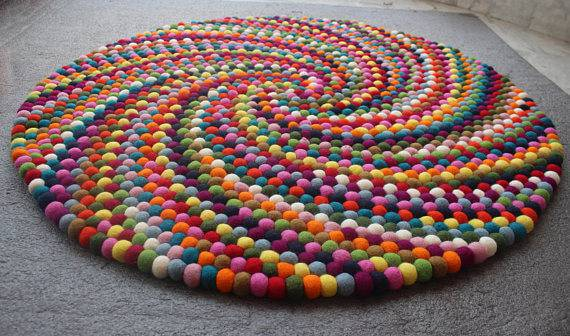 como fazer tapete de pompom redondo colorido