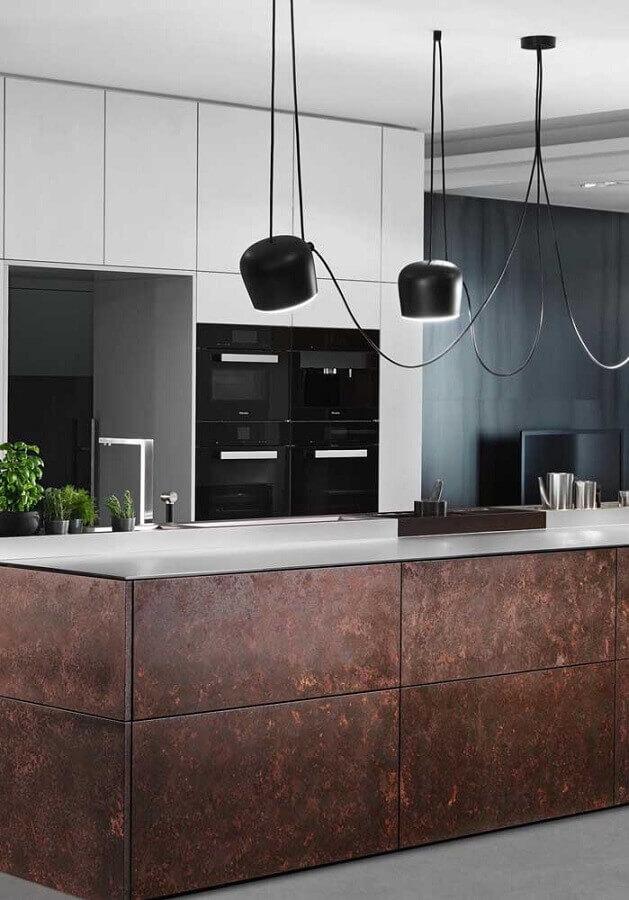 cozinha moderna decorada com porcelanato aço corten  Foto Pinosy