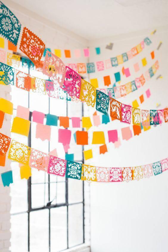 decoração de festa junina bandeiras vazadas