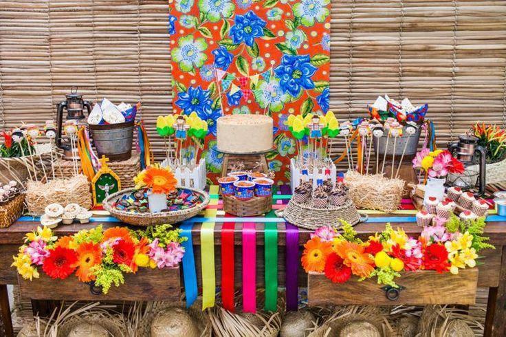 decoração de festa junina - mesa de quitutes