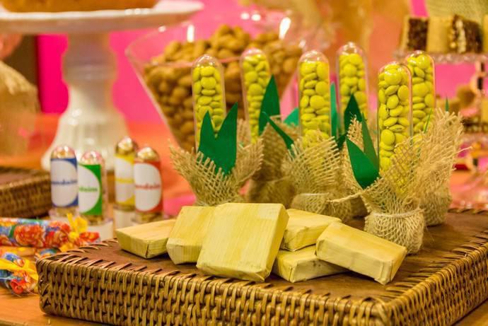 decoração de festa junina suporte vime