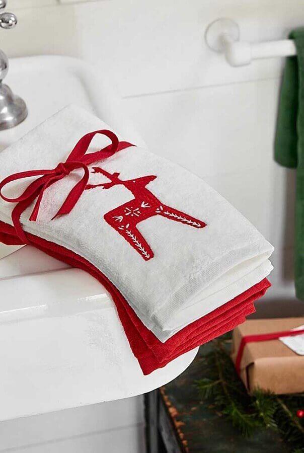 decoração de natal com toalha de rosto bordada Foto Etsy