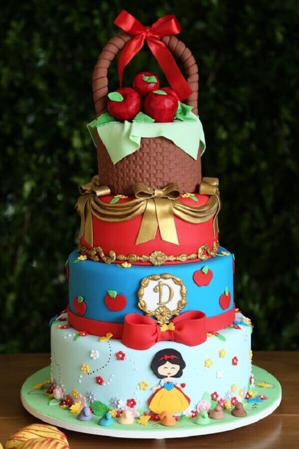 decoração para bolo em festa da branca de neve Foto Pinterest