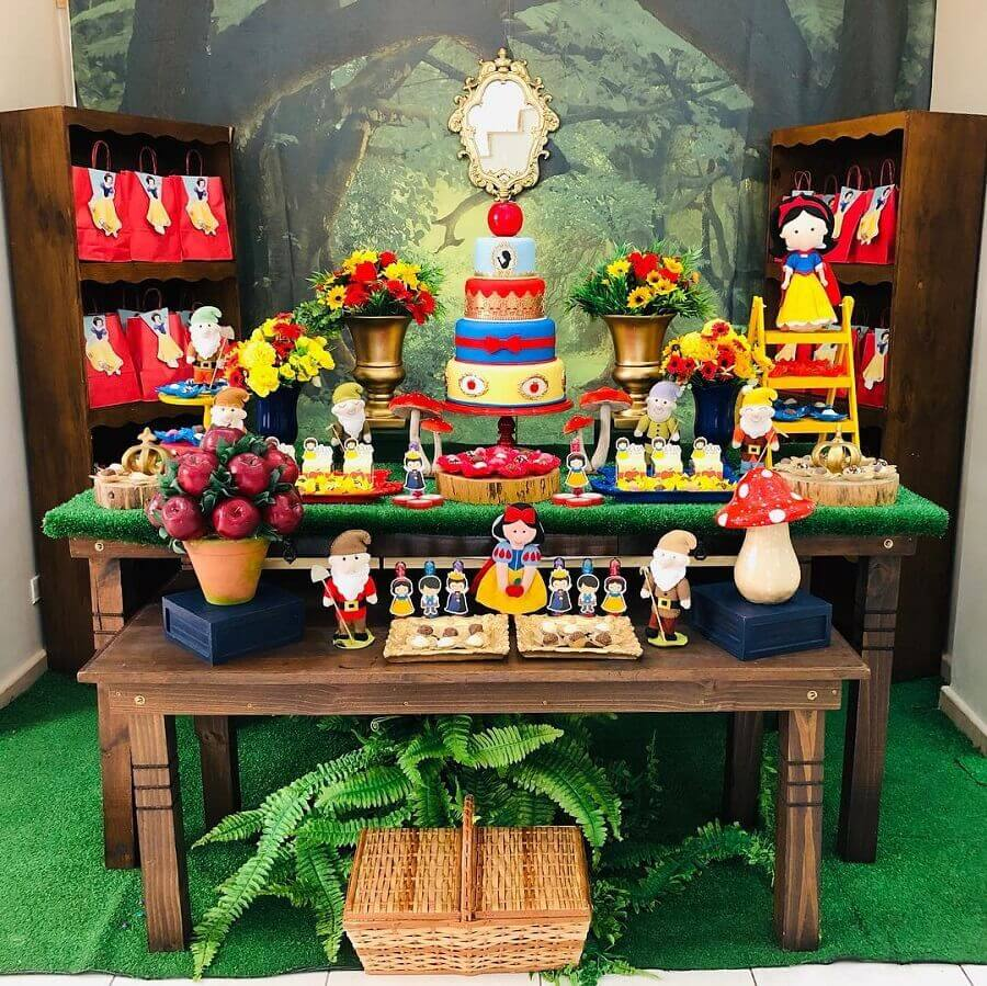 decoração rústica para festa branca de neve simples Foto Buffet Festa no Quintal