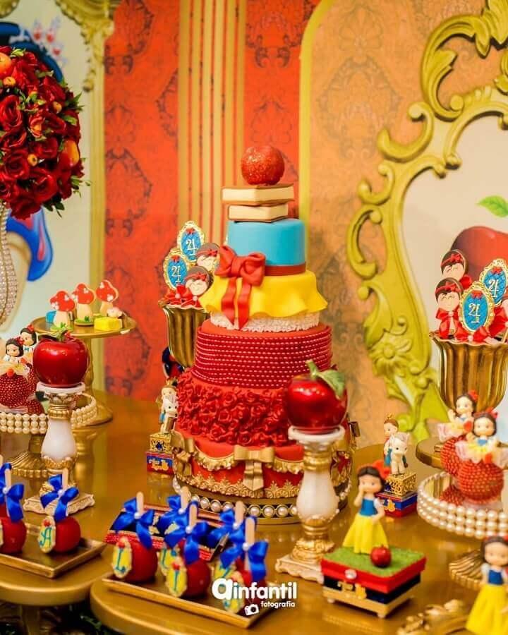 decoração sofisticada para festa da branca de neve Foto WonderFestas