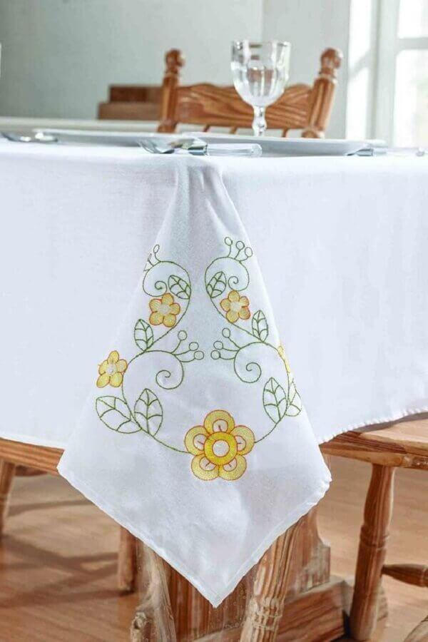 delicada toalha de mesa bordada com flores Foto Pinterest