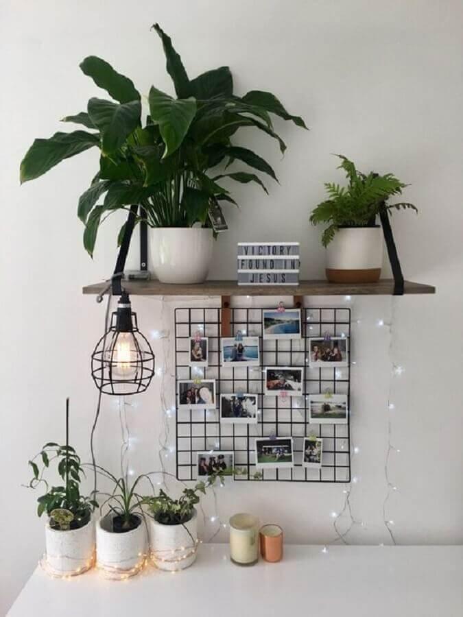 dicas de decoração barata com mural de fotos e vasos de plantas Foto We Heart It