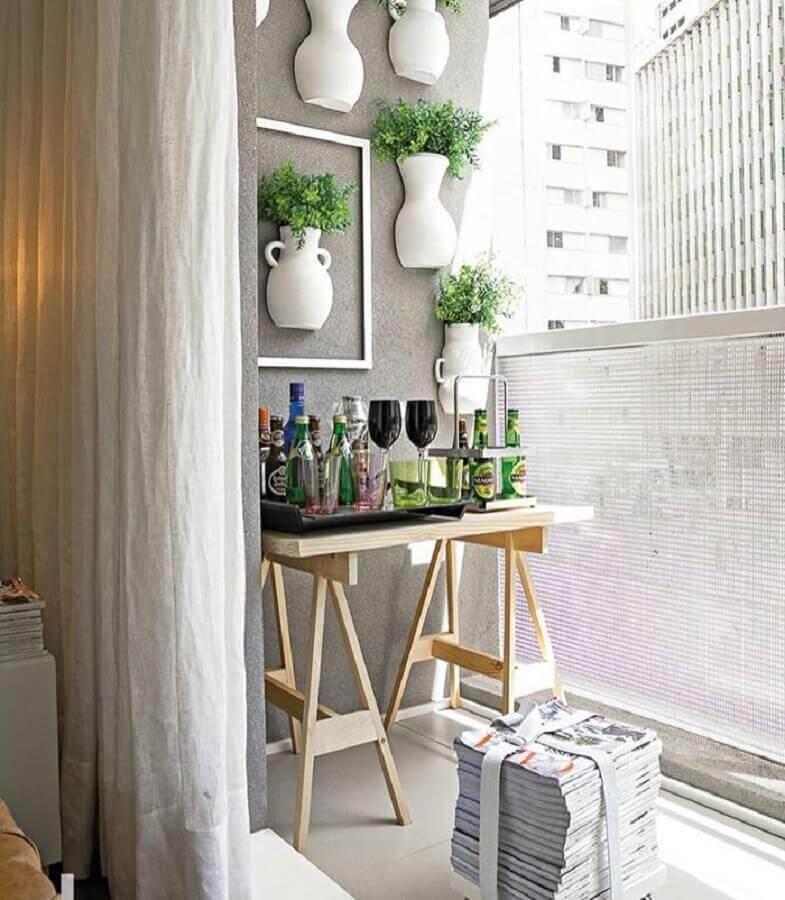 dicas de decoração para casa com jardim vertical em varanda pequena Foto Pinosy