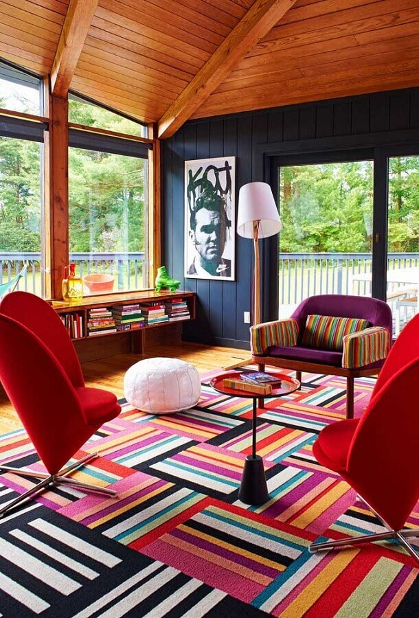 dicas de decoração para casa com móveis e tapete colorido Foto Pinsoy