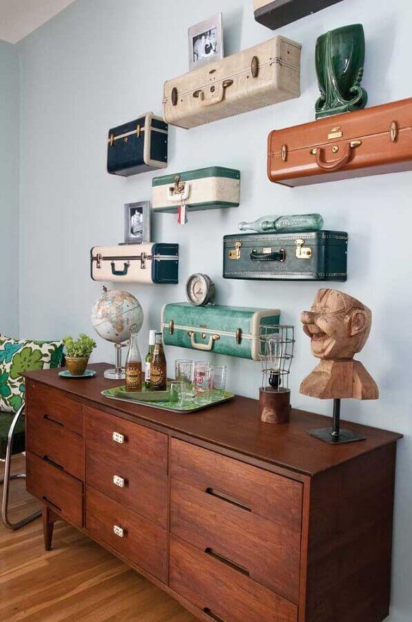 dicas de decoração para casa com prateleiras feitas de malas antigas Foto Estilo y Decoración