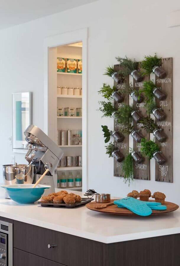 dicas de decoração para cozinha com horta vertical Foto Arab Mirror