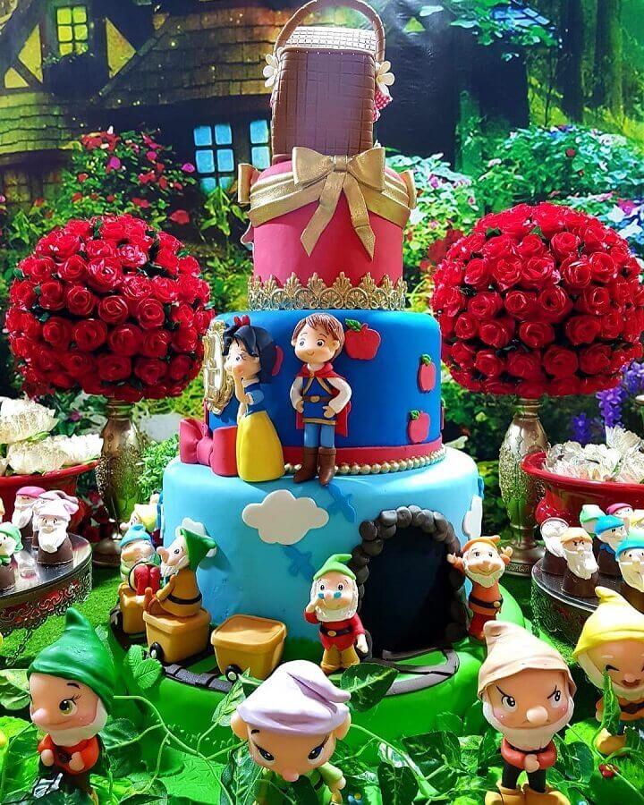 festa da branca de neve decorada com bonequinhos de biscuit Foto Buffet Infantil Terra do Nunca