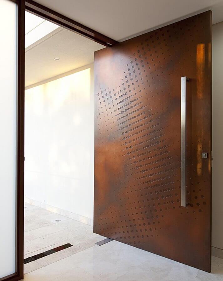 porta de entrada com revestimento aço corten  Foto DiCh Studio