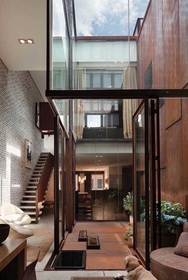 revestimento aço corten  para casa com paredes de vidro  Foto Architizer