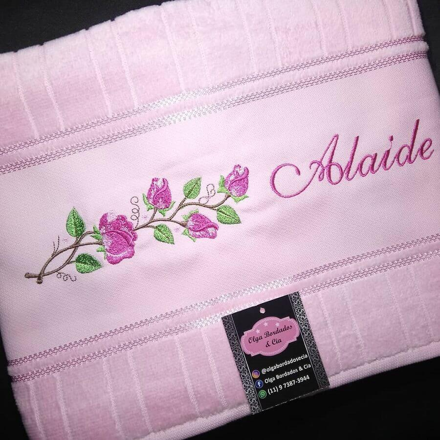 toalha bordada com nome Foto Olga Bordados e Cia