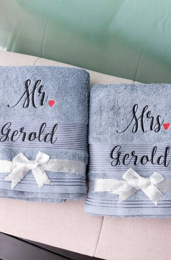 toalha bordada com nome para casal Foto Etsy