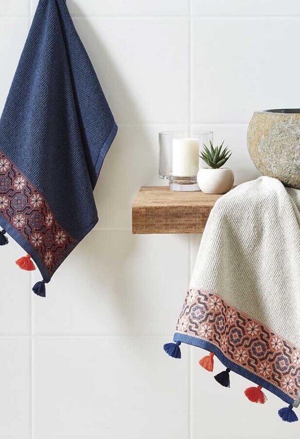 toalha de rosto bordada em cores diferentes Foto Pinterest