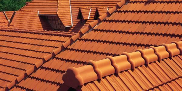 Telha francesa é um dos tipos de telhas de cerâmica