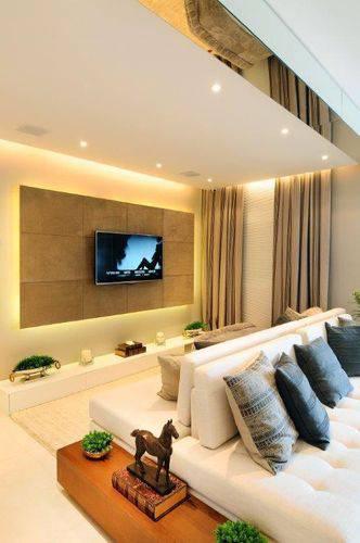 Painel para sala com iluminação indireta Projeto de Quitete Faria