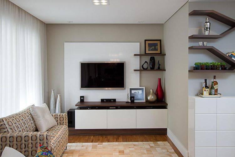 Painel para sala branco em sala pequena Projeto de Sartori Design