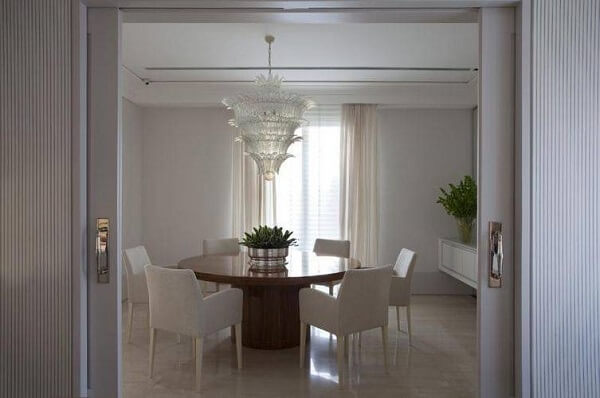 lustres para sala devem ficar exatamente no meio da mesa