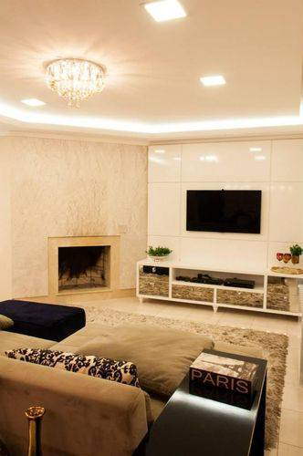 Painel para sala planejado em ambiente claro Projeto de Graziela Von Muhlen